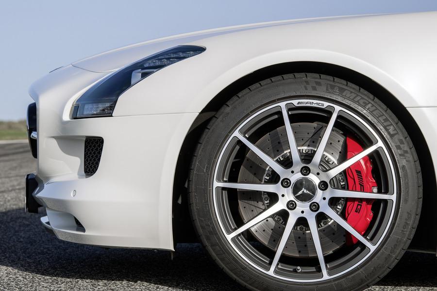 AMG SLS Red Brake Calipers for SLS AMG C197 including Fixed Caliper (4 pcs.), TS Disk Brake Pad (2 pcs.) in Brakes & Suspensions.